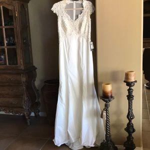 TADASHI Shoji Ivory Wedding Dress 8